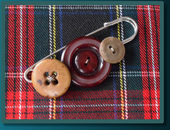 Red & Brown Men's Kilt Pin